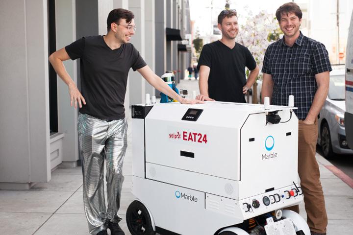 robot livreur drone 2 Orasul unde robotii iti aduc mancarea acasa!