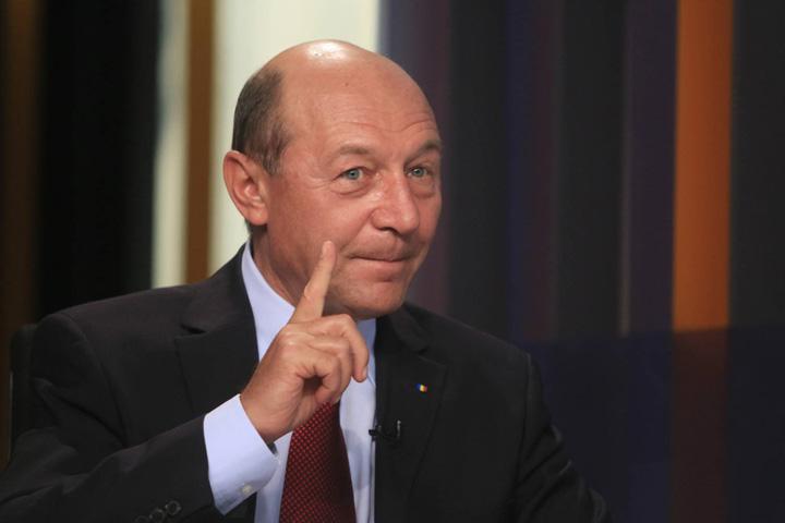 """traian basescu 1 Basescu isi gratiaza """"famiglia"""""""