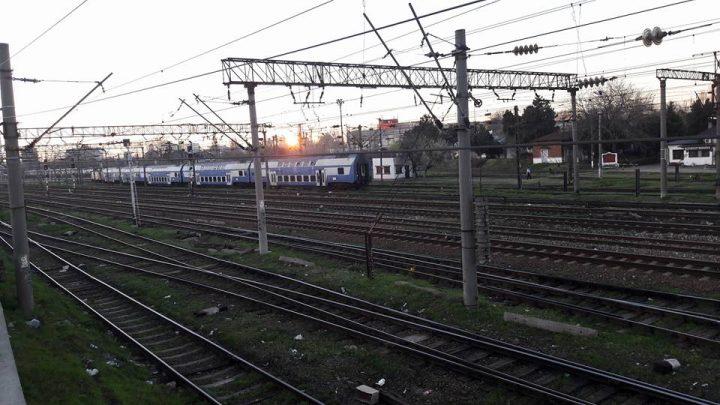 tren 720x405 Accident. Un tren ce venea in Bucuresti a lovit o basculanta, la Jucu