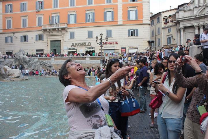 trevi 3 1 1,4 milioane de euro pe an, stransi din Fontana di Trevi de la Roma