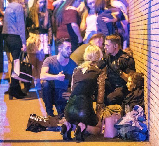 1 12 545x500 Atac terorist la Manchester: explozie soldata cu 22 morti la concertul Arianei Grande