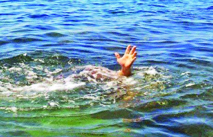 18492345 781225298710139 471881742 n 720x464 Pastor mancat de crocodili in timp ce incerca sa mearga pe apa ca Iisus