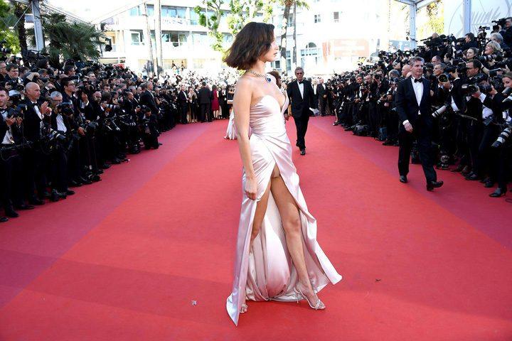 18575692 782531798579489 64978075 o 720x480 Bella Hadid, cu chilotii la vedere la Cannes