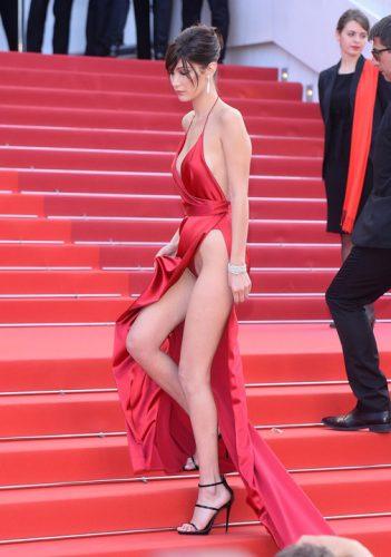 18575800 782531825246153 750935352 o 351x500 Bella Hadid, cu chilotii la vedere la Cannes