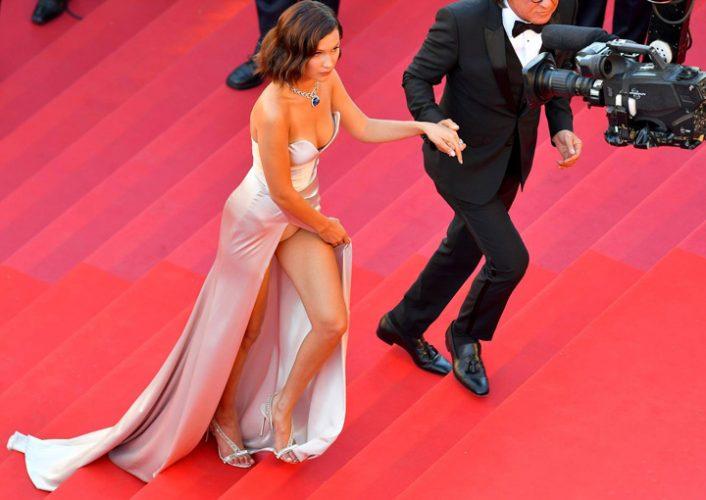 18596566 782531801912822 894905591 o 706x500 Bella Hadid, cu chilotii la vedere la Cannes