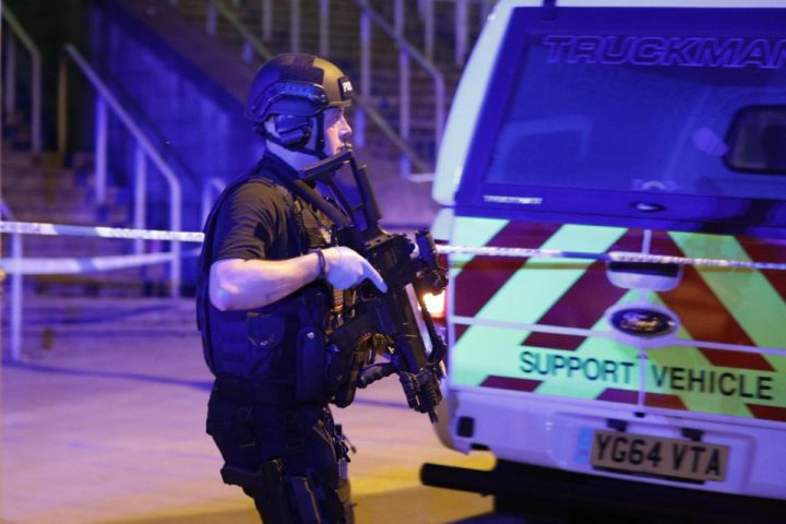 2 9 720x480 Atac terorist la Manchester: explozie soldata cu 22 morti la concertul Arianei Grande