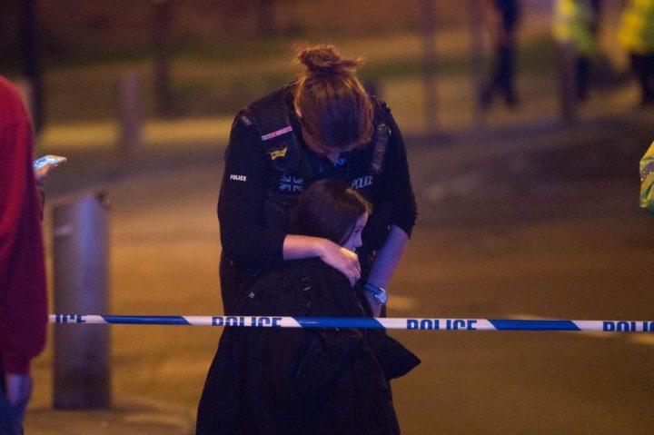 6 720x479 Atac terorist la Manchester: explozie soldata cu 22 morti la concertul Arianei Grande