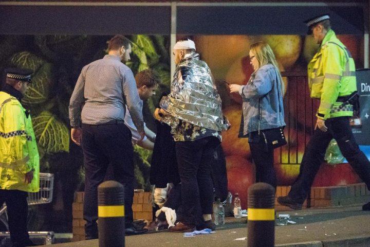 7 720x480 Atac terorist la Manchester: explozie soldata cu 22 morti la concertul Arianei Grande