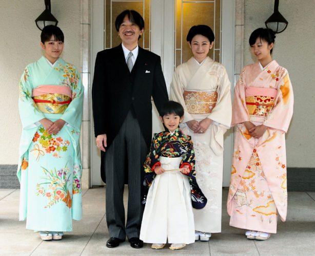 Fam imperiala 614x500 Printesa Mako renunta la privilegii pentru… iubire