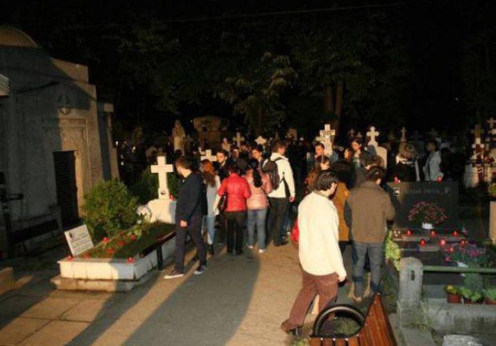 IMG 20140517 231400 ecf3bad33e 717x500 18.000 de curiosi la Cimitirul Bellu