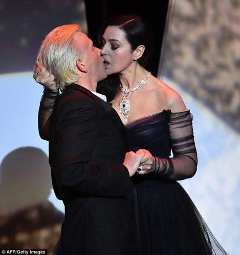 Monica pupat Lutyjpg 469x500 Bella Hadid, cu chilotii la vedere la Cannes