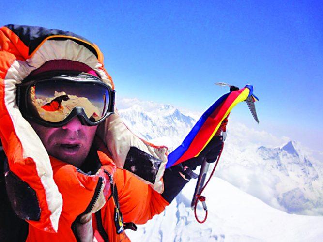 PTgwMCZoYXNoPWQ2NTYzZThlZGIyMmM1NzdiNTA3NzU0Yzk1MTViNDU4.thumb  667x500 Horia Colibasanu a urcat pe Everest, fara oxigen sau serpasi!