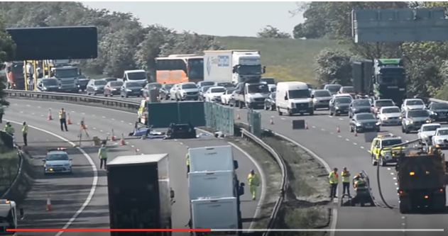 accid1 Cinci romani si au gasit sfarsitul intr un accident in Marea Britanie (VIDEO)