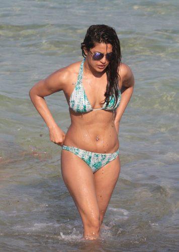 actriţa 5 356x500 Bollywood in bikini