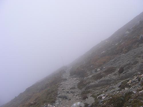 ceata munt Ceata le a dat planurile peste cap. Doi turisti aflati pe munte au cerut ajutor