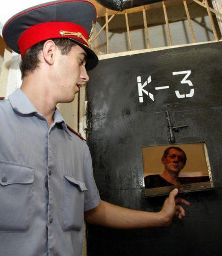 cecenia1 433x500 Politia le cere parintilor sa si omoare copiii gay