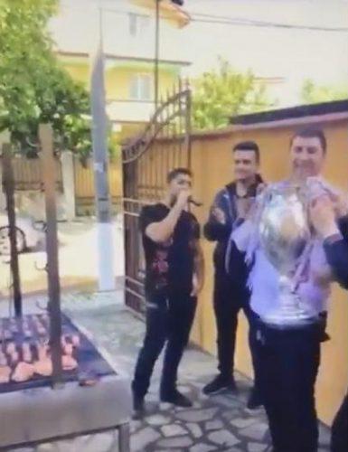 cupa voluntari gratar 385x500 Cupa Romaniei, dusa la gratar