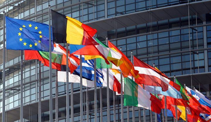eu flags 720x416 Moartea partidelor politice, baza noii Europe