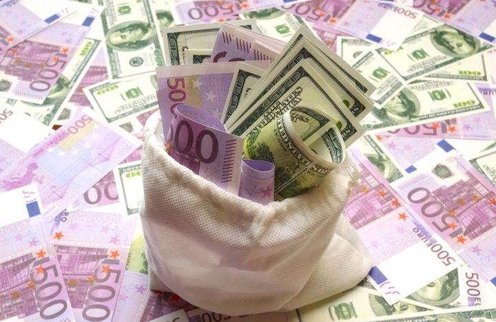 euro sac shutterstock 720x468 De ce Romania ar trebui sa atraga capital strain cu nemiluita