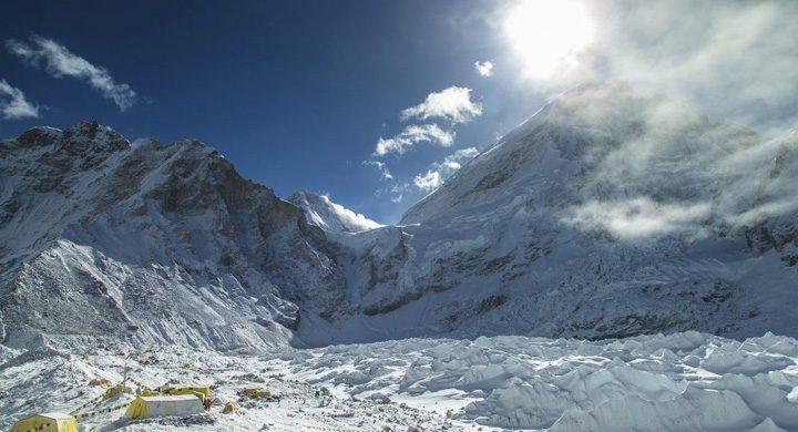 everest 720x390 Limita de varsta pentru alpinistii Everestului
