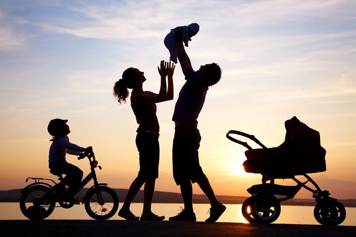 familie fericita silueta 720x480 Familie traditionala in Romania, in ciuda UE