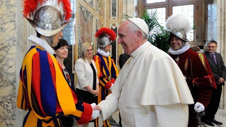 garzi papa 720x405 Soldatii lui Cristos au depus juramantul