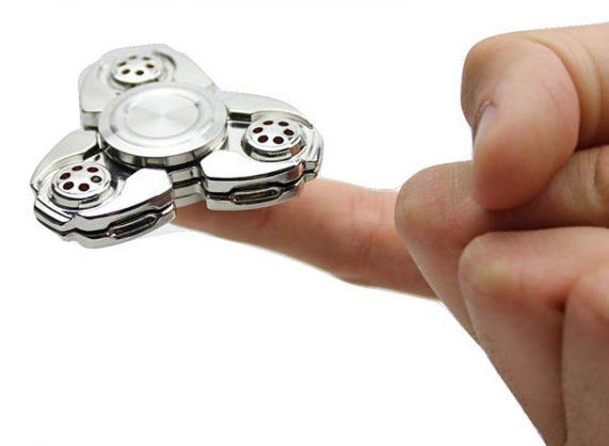 hand spinner 3 1 682x500 Jucariile care nu fac nimic, dar au innebunit lumea