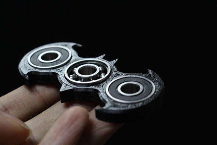 hand spinner batman 1 720x480 Jucariile care nu fac nimic, dar au innebunit lumea