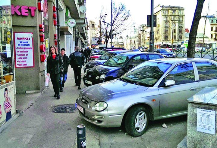 image 2015 11 25 20622467 70 masini parcate trotuar centrul bucurestiului 720x493 Edilii au idei: scumpirea parcarii de resedinta la 1.000 de lei