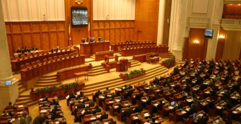 parlament 350x180 Ziua in care se dezbate motiunea. Liberalii anunta lant uman la Parlament