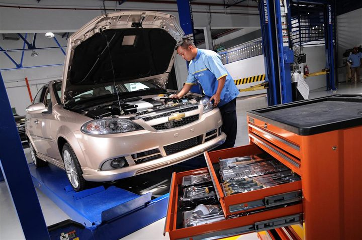 service auto 720x478 Noua  Lege RCA: folosesti piese false, esti infractor,  mecanicule!