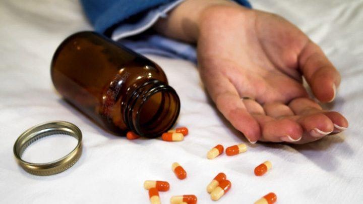 sinucidere 40920900 720x404 Soc: romanii se omoara cu medicamente !