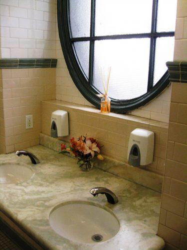 wc3 375x500 New York, 254.000 dolari pentru wc urile dintr un parc