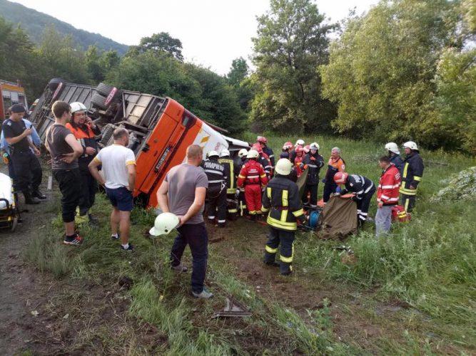 19248132 1472383659490761 4534142270461969567 n accid 1 667x500 Autocar cu 37 de persoane la bord, accident in Brasov: 12 raniti