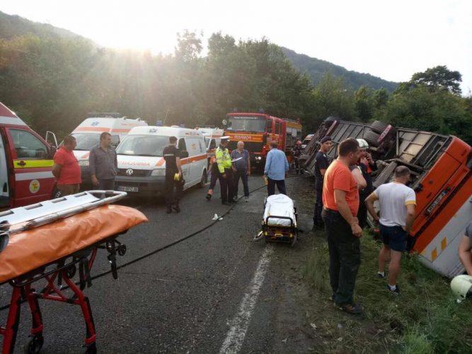 19260561 1472383706157423 8958819063106875590 n accid 2 667x500 Autocar cu 37 de persoane la bord, accident in Brasov: 12 raniti