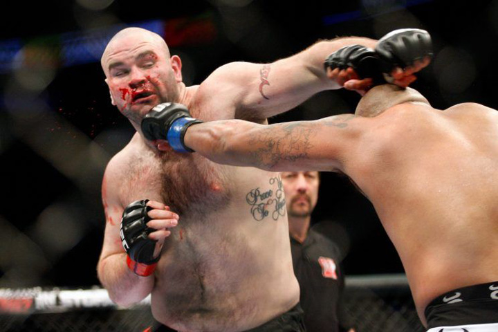 Tim Hague Un  fost luptator de MMA  a murit  dintr un pumn