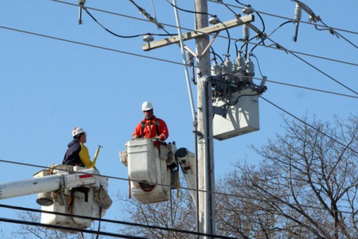 energie electrica Pretul energiei electrice creste cu 8% de la 1 iulie