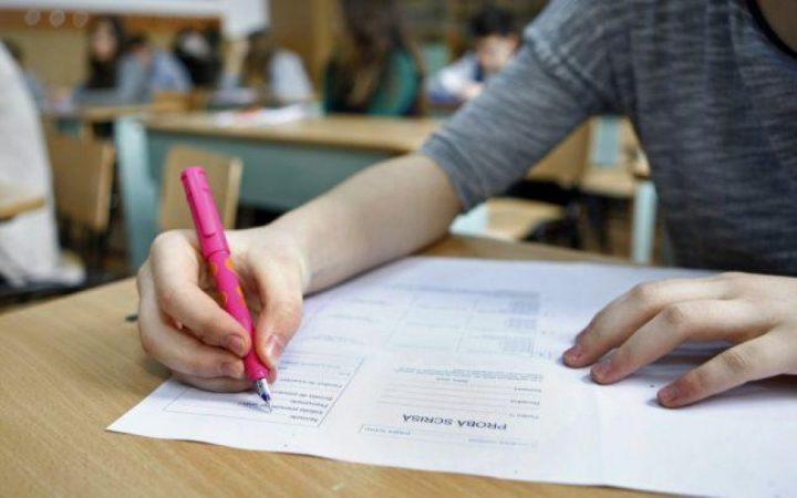 evaluare nationala clasa a VIIIA romana 720x450 Evaluare Nationala, clasa a 8 a. Poezia regasita in subiectele de la romana, prima proba a EN