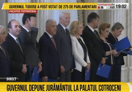 juram Premierul Mihai Tudose si ministrii, la Cotroceni. Noul Guvern a depus juramantul