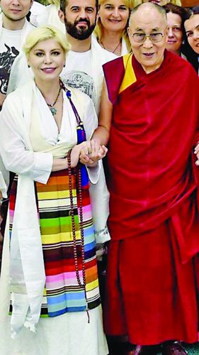 lori dalai lama 281x500 De la le le le la Dalai Lama