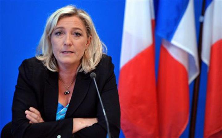 medalion le pen Le Pen ii cere demisia lui Le Pen