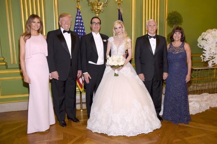 mirii BUN Ea a pus mana pe secretarul Trezoreriei. La nunta a fost si Trump