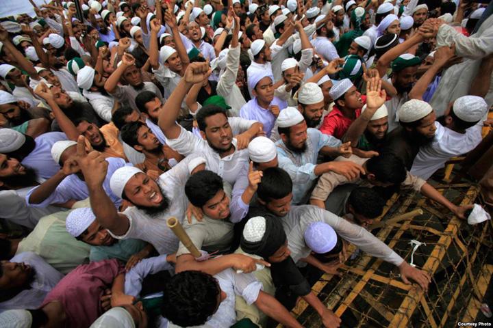 musulmani Se cer locatii speciale pentru injurat Occidentul
