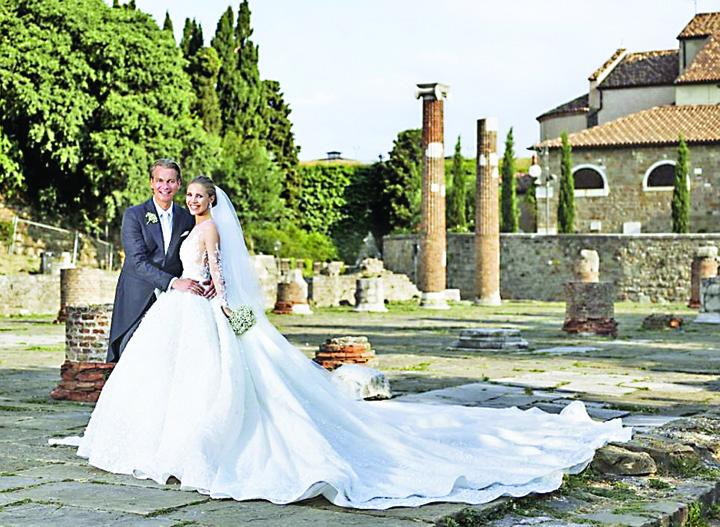 nunta1 Victoria, mostenitoarea imperiului Swarowski, s a maritat intr o rochie de peste un milion de euro