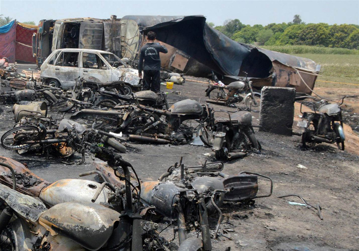 pakistan4 148 de persoane ucise de explozia unei cisterne