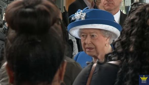 reg Incendiul de la Londra a curmat 30 de vieti/ Regina si Printul William au stat de vorba cu supravietuitorii (VIDEO)