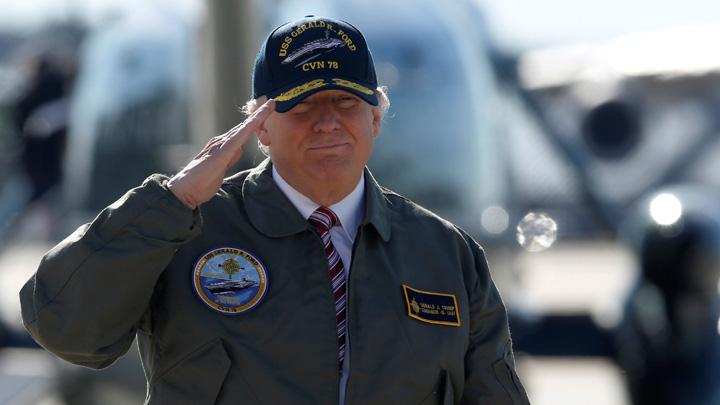 trump medalion Trump, cu mana pe butonul nuclear