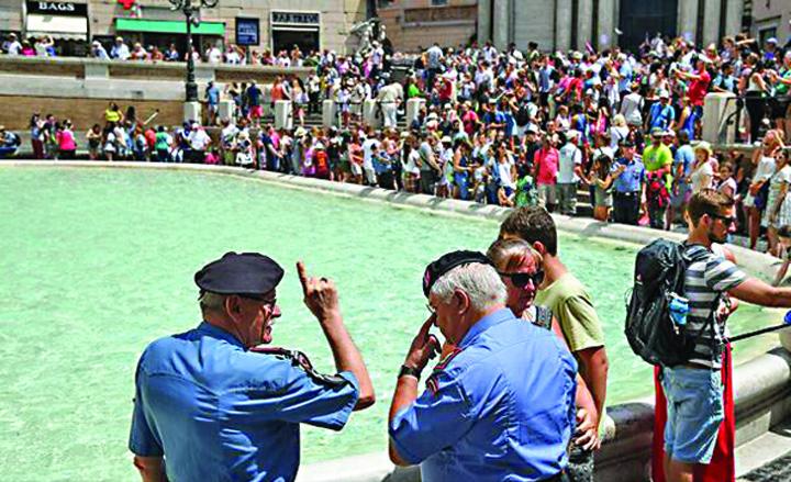 072613521701176532 Fontana di Trevi, pazita de politisti pensionari!