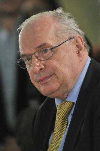 19884418 1979389948960513 5130685239073866021 n buzura 333x500 Scriitorul Augustin Buzura, condus pe ultimul drum cu onoruri militare