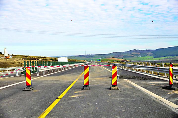 7348610 mediafax foto ovidiu dumitru matiu Se intampla in Romania: vor sa mute un drum pentru a nu trece printr o...fabrica !